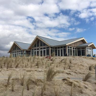 """<img src="""" image.png"""" alt=""""Strandpaviljoen Paal 9 in de duinen bij Den Hoorn, Texel"""">"""