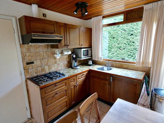 """Open keuken van vakantiehuis """"Groenoord"""" op bungalowpark """"De Parel"""", Texel."""