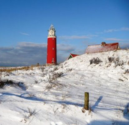 De vuurtoren ten noorden van De Cocksdorp in de winter.