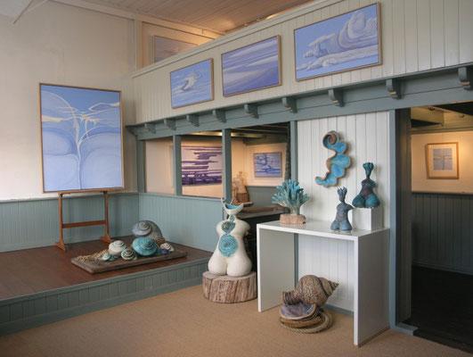 """<img src=""""image.png"""" alt=""""De schilderijen en beelden expositie ruimte van de Eiland Galerij op Texel"""">"""