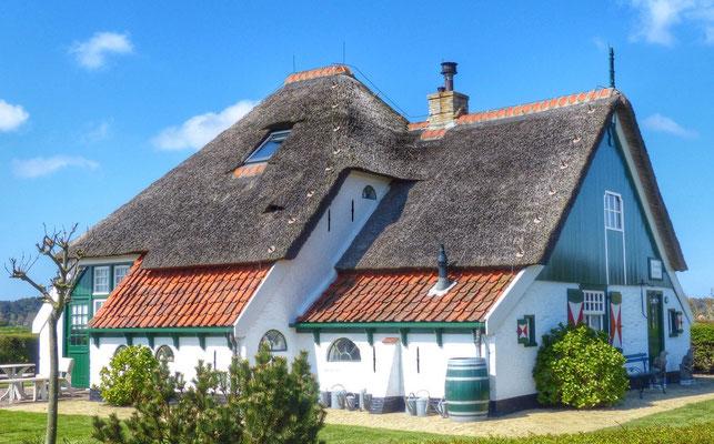 """Het oudste huis van Texel  """"t'Torenhuis"""" uit 1578 te Den Hoorn."""