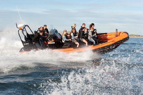 """<img src=""""image.png"""" alt=""""Snelle powerboat in een RIB experience bij Texel"""">"""