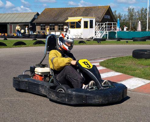 """<img src=""""image.png"""" alt=""""Kart in de bocht op circuitpark """"Karting Texel """" bij Den Burg"""">"""