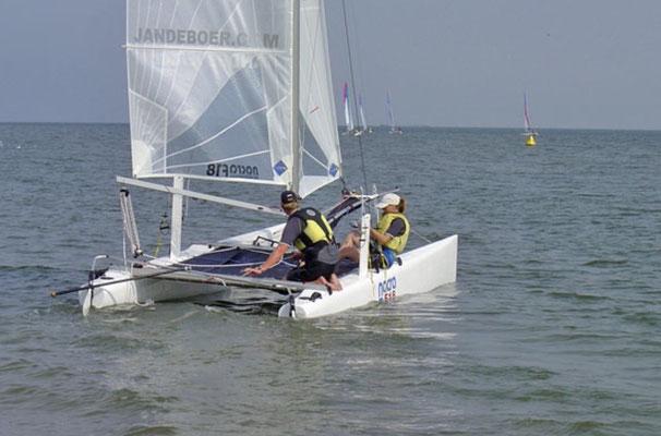 """<img src=""""image.png"""" alt= """"Catamaran in actie ten noorden van De Cocksdorp op Texel"""">"""
