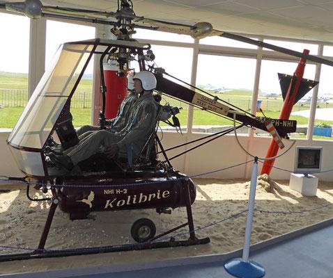 "<img src=""image.png"" alt=""Kolibrie helikopter in het Luchtvaart- en Oorlogsmuseum op Texel"">"