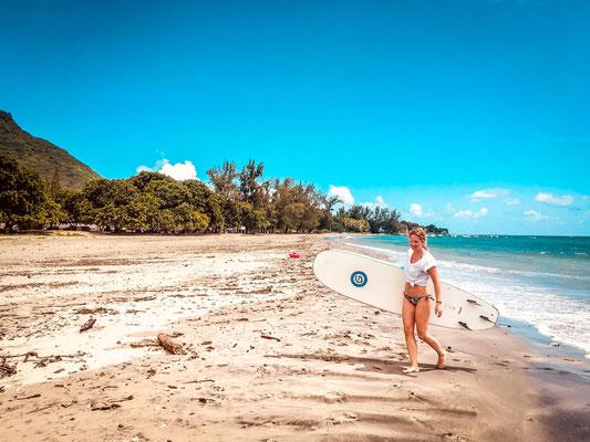 Surfen auf Mauritius am Strand Tamarin