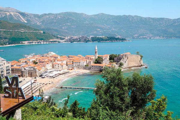 Montenegro Urlaub Ausblick auf Altstadt von Budva