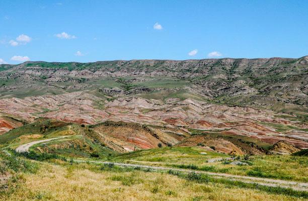 Rainbow Mountains bei David Garedscha Hoehlenkloster
