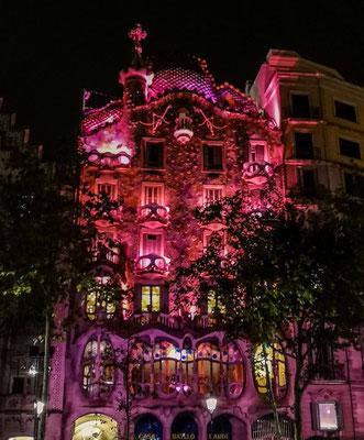 Casa Battlo bei Nacht