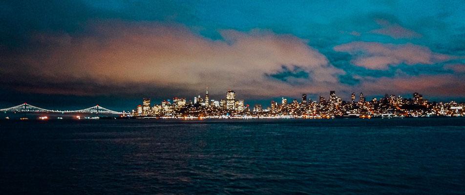 Ausblick von Alcatraz auf San Francisco bei Nacht