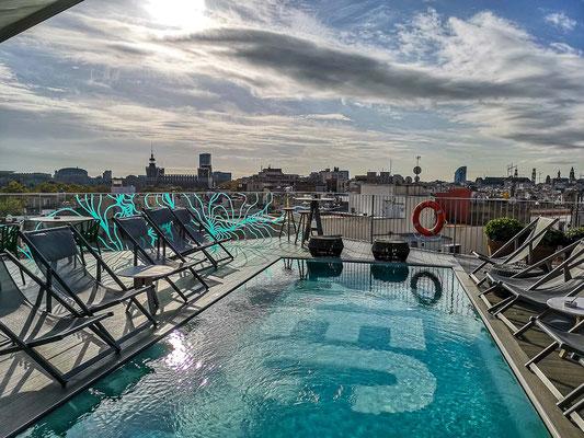 Dachterrasse mit Pool im Hotel REC