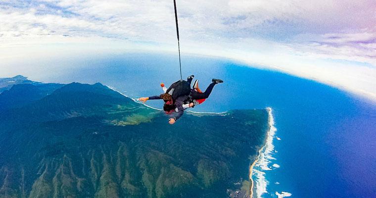 Ein Tandemsprung am North Shore auf Oahu