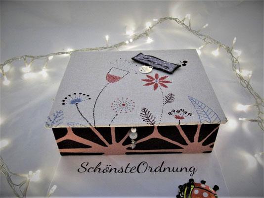 Kommunionsgeschenk edle personalisierte Schmuckbox Blumenwiese