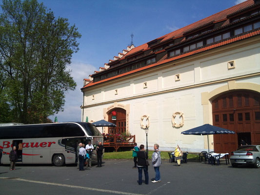 Ankunft zum Mittagessen im Kloster-Restaurant
