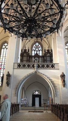 Orgel und rückwärtiges Portal