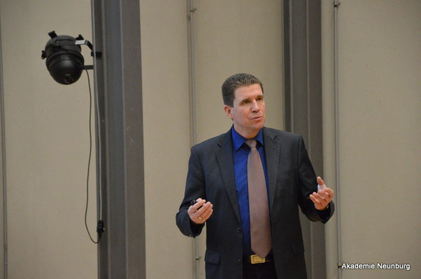 Prof.Dr.-Ing. Tim Jüntgen