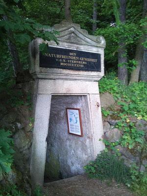 Auf Vorschlag von Goethe wurde am Kammerbühl einen Stollensystem zur Untersuchung des Vulkans gegraben.
