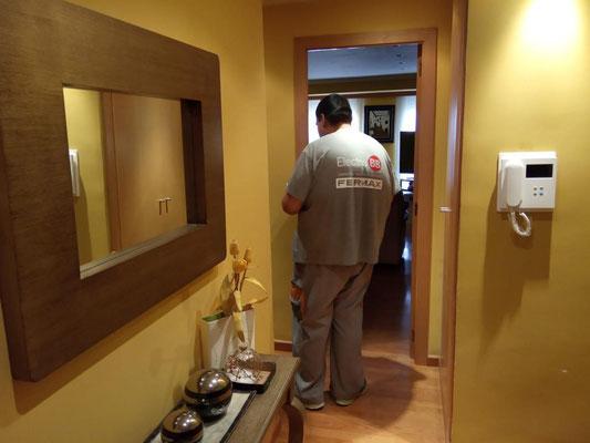 Instalación terminada con éxito de mano de uno de nuestros técnicos