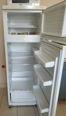 réfrigérateur et petit congélateur