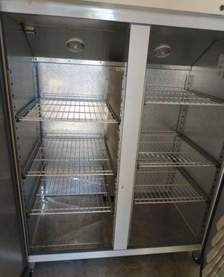 grand réfrigérateur professionnel