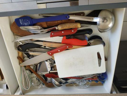 divers couteaux, économe...