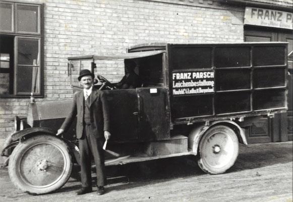 Bestattungsauto Nechansky (vormals Parsch) im Zweiten Weltkrieg