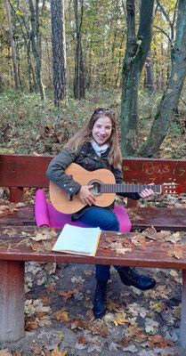 Gitarrenunterricht im Wald