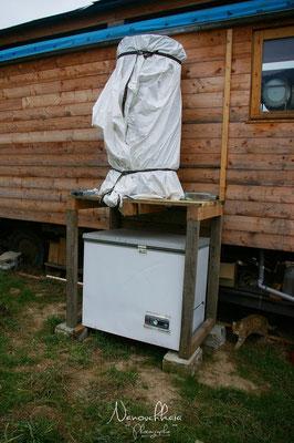 02/2011 - Installation d'un ballon pour stocker l'eau chaude produite par les panneaux solaires thermiques.