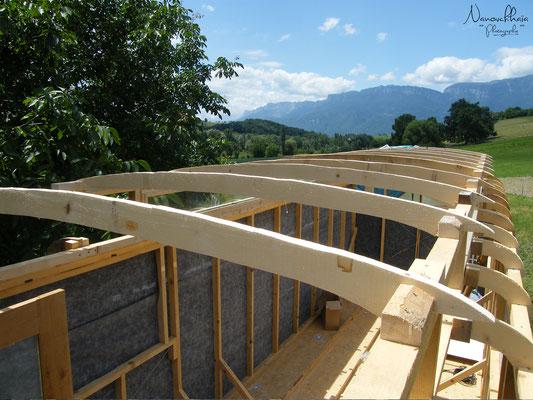 06/2009 - Charpente arrondie pour le toit.