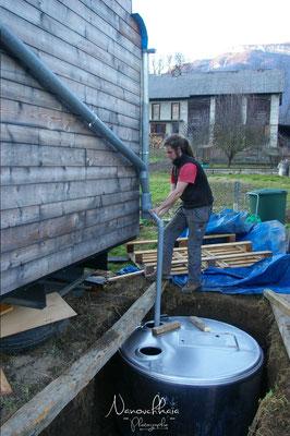 02/2011 - La cuve est un tank à lait chiné et détourné.