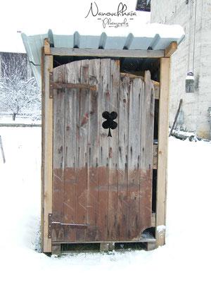 11/2009 - Porte de récup' provenant de la maison de la famille qui nous accueille dans son jardin.