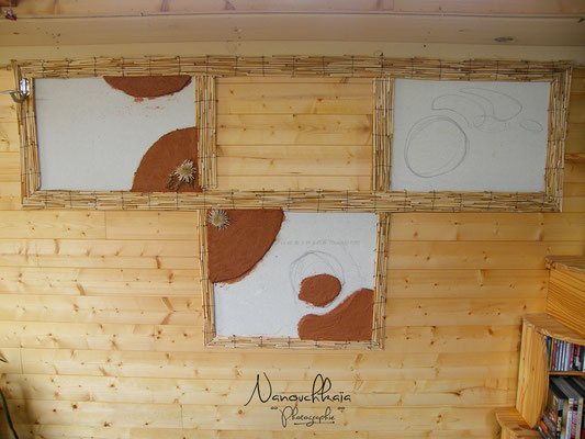 04/2010 - Enduit terre bicolore également au-dessus du canapé.