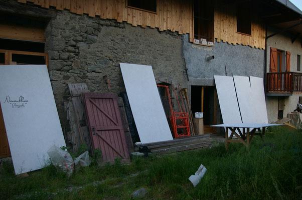 Nous avons fixé par dessus des plaques d'OSB peinte (peinture pour extérieur).