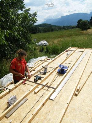 06/2009 - Place ensuite à l'ossature du bois, au niveau du plancher.