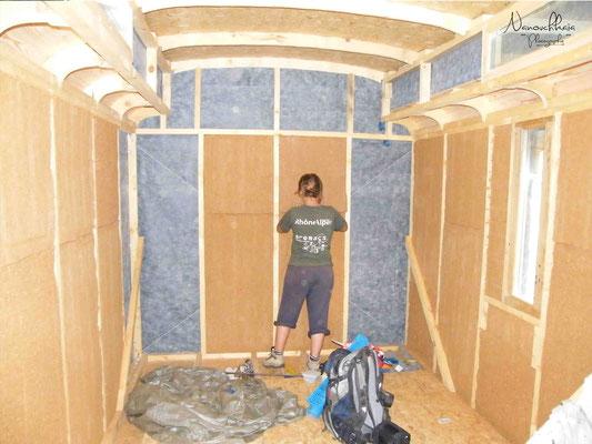 Isolation en laine de bois (épaisseur : 15 cm, pas vraiment suffisant, mais l'espace étant très limité à l'intérieur, c'est difficile de faire mieux).