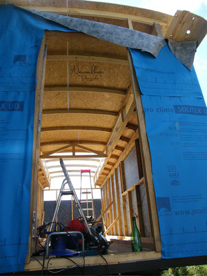 Pare-pluie et installation des plaques d'OSB sur le plafond.