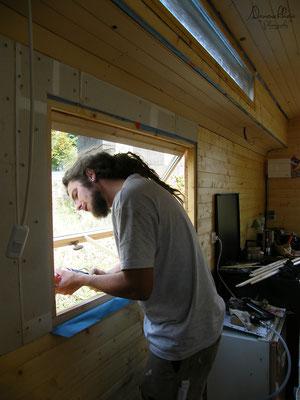 09/2009 - Installation des fenêtres faites maison.
