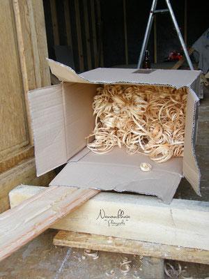 07/2009 - Une photo esthétique, pour le plaisir, et copeaux issus d'heures de rabotage manuel.