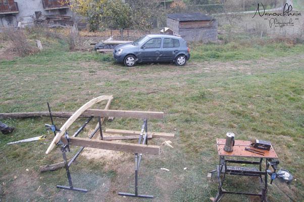02/2011 - Création d'une petite terrasse devant la porte, pour se déchausser à l'abri.