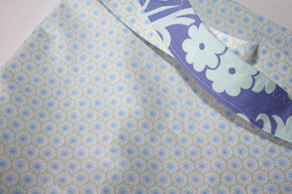 ... 2. Seite: kleines Blumenmuster grün/blau