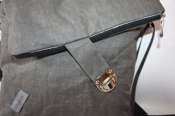 Steckverschluss-Riegel .. Reflektorband am Reissverschluss