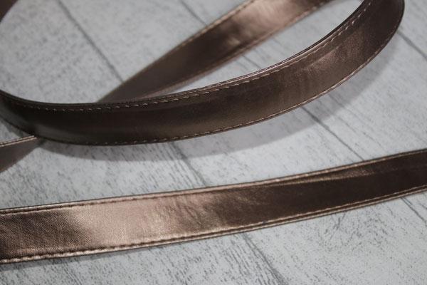 ... mit diesem Gurtband ausgestattet & die 2. Seite aus einem Kunstleder in dieser Farbe :) bronzekupfer :)