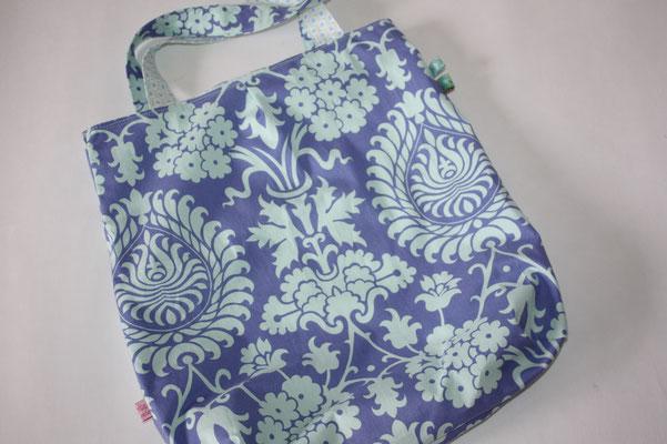Wendebeutel: eine Seite: blau - helltürkis Ornamente .. 2 Seite hier leider nicht zu sehen .. kleines Blumenmuster grün/blau