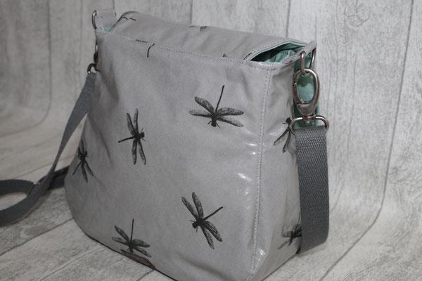 Rückansicht der Tasche - Maße: ca. 23 cm hoch x 22 cm breit x 11 cm tief - 69