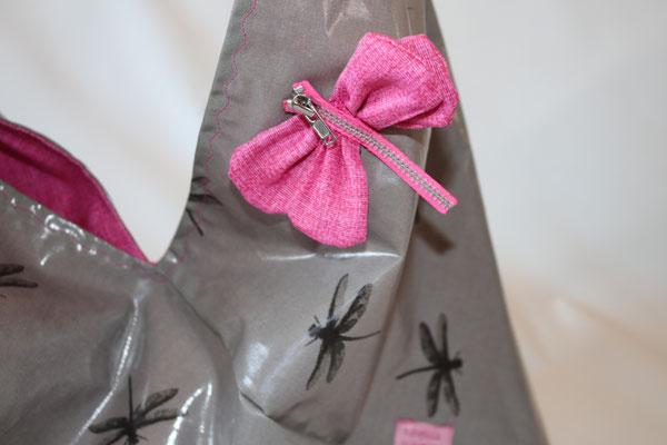 und mit einer selbstgebastelten Libelle verziert :)
