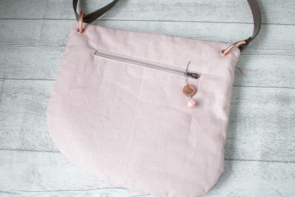 ... 2. Seite ist aus besch. Leinen in rosa gearbeitet .. mit Reißverschluss-Eingriffstasche
