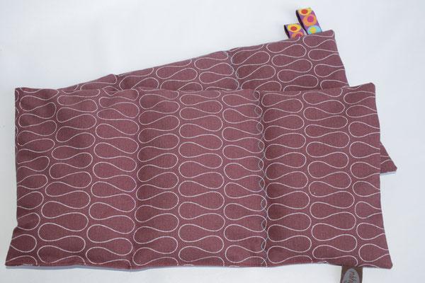 """Design/Farbe: Omnia ginger red - """"Wellen""""-Naht in versch. Farben + Webband: Dotties - ACHTUNG: dieses Kissen ist etwas kleiner und ide 6 Kammern sind mit je 120 Gramm gefüllt"""