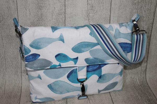 NOCH ZU HABEN: Fische blau blau blau :) Maße: ca. 24 cm hoch + 11 cm Umschlag x 29 breit unten/32 breit oben x 4 cm tief-55