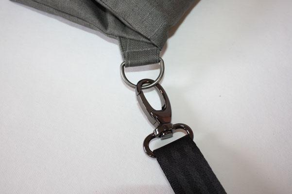 Zubehör: silberfarben, anthrazitfarbenes Sicherheitsgurtband in 25 mm Breite