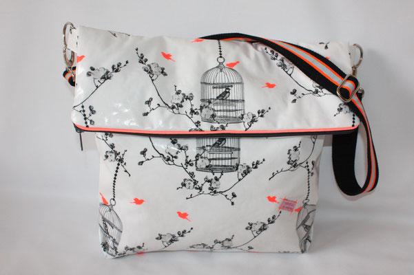 besch. BW Au Maison: Birdcage white / charcoal / neon mit neonfarbenen Reflktorbiesenband am Reissverschlusss .. BW-Gurtband mit neonfarbenen Reflektorband versehen ... Maße ca. 32/40 cm breit x 36 cm hoch (geklappt) x 7 cm breit ...ca 80